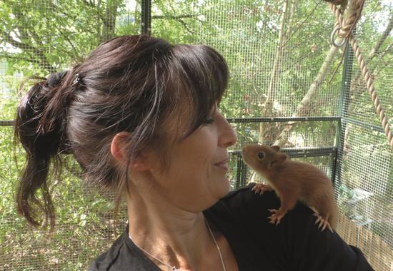 Korinna Seybold-Hase, Leiterin der Wildtierhilfe Odenwald, erhält den zweiten Platz.