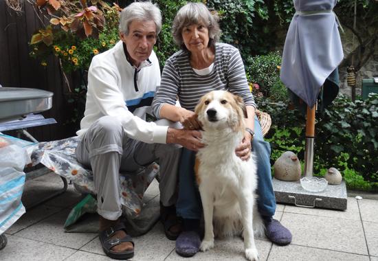 Margot Möbius mit ihrem Mann Herrn Schunke und dem gemeinsamen Hund Paco.