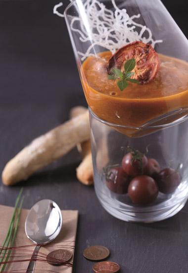 Geröstete Tomatensuppe mit Rosmarinstangerl