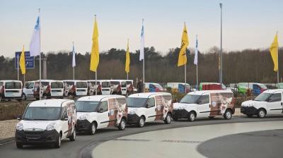 Übergabe von 50 Tierhilfewagen an Tierheime.