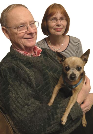 Das Ehepaar Schachinger ist überglücklich, ihren Hund Charly wieder bei sich zu haben.