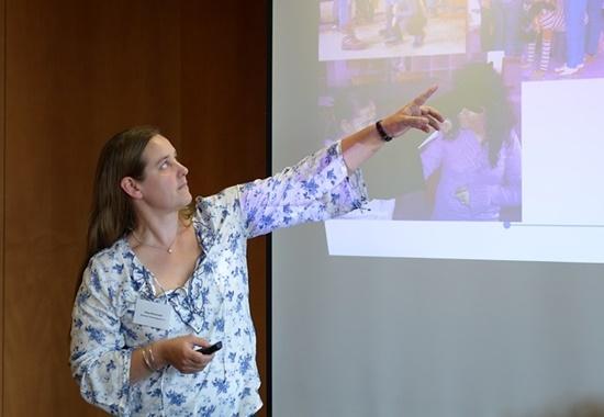Maja Masanneck, Kinder- und Jugendreferentin des Deutschen Tierschutzbundes, berichtet über die Ausbildung zum Tierschutzlehrer.