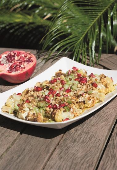 """Rezept: """"Salat aus Blumenkohl mit Granatapfel"""" aus dem Buch """"33 vegane Tapas""""."""