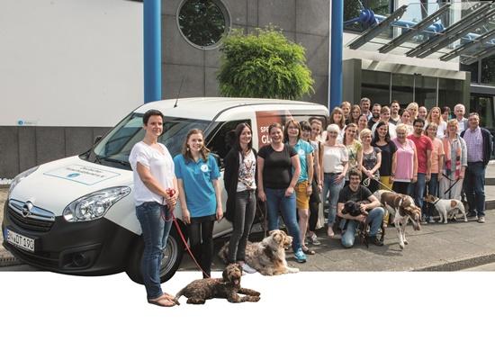 Dieser Tierhilfewagen befindet sich in der Bundesgeschäftsstelle des Deutschen Tierschutzbundes und kann von Mitgliedsvereinen ausgeliehen werden.
