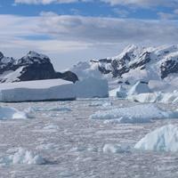 Eisberge in der Antarktis.