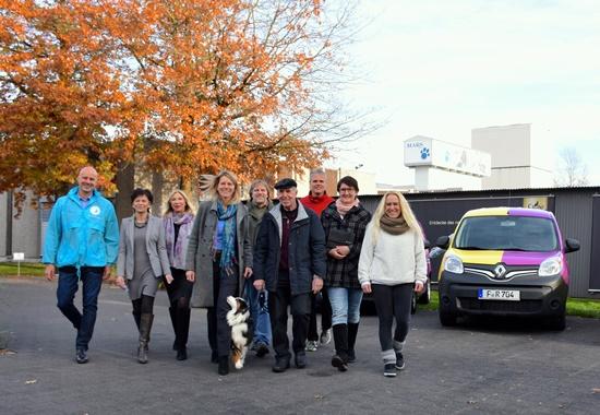 Der Deutsche Tierschutzbund und Whiskas und Pedigree haben in Verden vier Tierhilfewagen an dem Verband angeschlossene Tierschutzvereine übergeben.