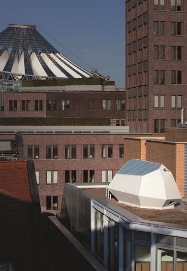 """Das """"City-Loft"""", ein Taubenschlag am Berliner Potsdamer Platz, vor seinem Abriss."""