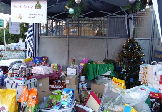 Zahlreiche Tierfreunde haben den Tieren im Tierheim Hanau Geschenke mitgebracht.