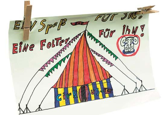 Auf einer langen Schnur präsentiert, bewunderten die Besucher zudem die zahlreichen Kunstwerke des Kindermalwettbewerbes.