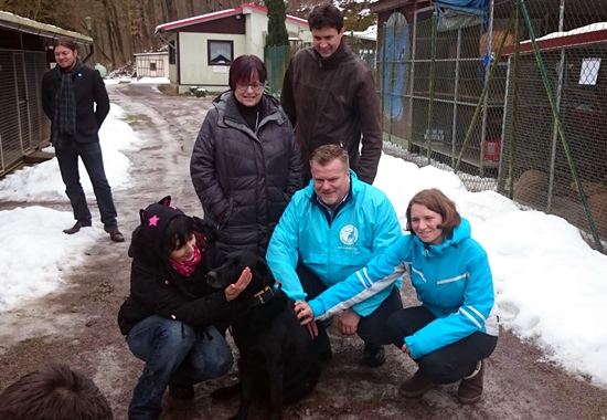 Thomas Schröder, Präsident des Deutschen Tierschutzbundes, und Antje Schmidt, erste Vorsitzende des Landestierschutzverbands Sachsen (rechts) zu Besuch im Teirheim Leisnig.