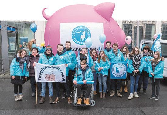 Die Tierschutzjugend NRW hat sich von Herne auf den weiten Weg nach Berlin gemacht.