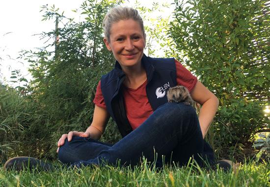 Martina Gehret, Dipl. Ing. Forstwirtschaft vom Landesbund für Vogelschutz in Bayern e.V., Referat Artenschutz, erläuterte in einem Vortrag, wann Igel Hilfe benötigen.