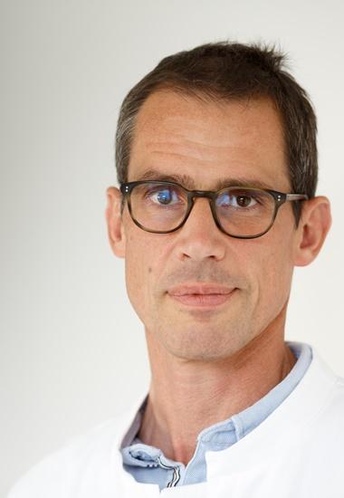 geschäftsführender und ärztlicher Direktor des Nationalen Centrums für Tumorerkrankungen (NCT) Heidelberg.