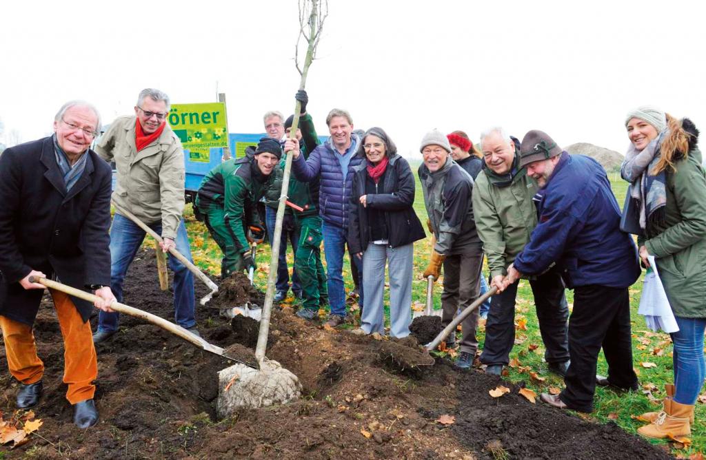 Tier- und Naturfreunde pflanzen einheimische Gehölze auf Gut Morhard.
