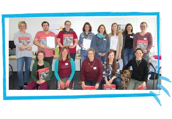"""Die Teilnehmer des Workshops """"Tierschutzunterricht"""" und die Jugendreferentinnen des Deutschen Tierschutzbundes."""