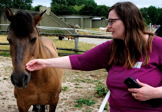 Tierpatin Kerstin Askariaman freute sich, Stute Bella wiederzusehen.