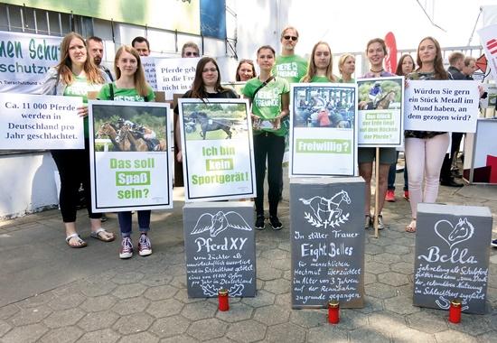 Tierschützer protestieren in Hamburg