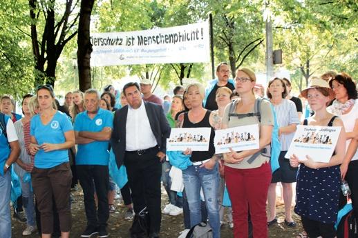 120 Tierschützer demonstrierten in München für die dauerhafte finanzielle Unterstützung der Tierheime.
