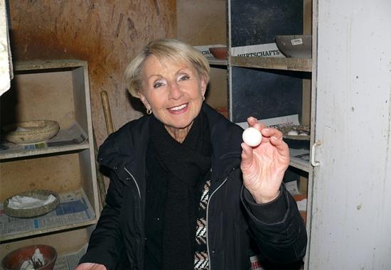 Helga Ehretsmann, Vorsitzende des Vereins Stadttauben Saarbrücken, arbeitet jeden Tag bis zu vier Stunden ehrenamtlich im Taubenschlag.