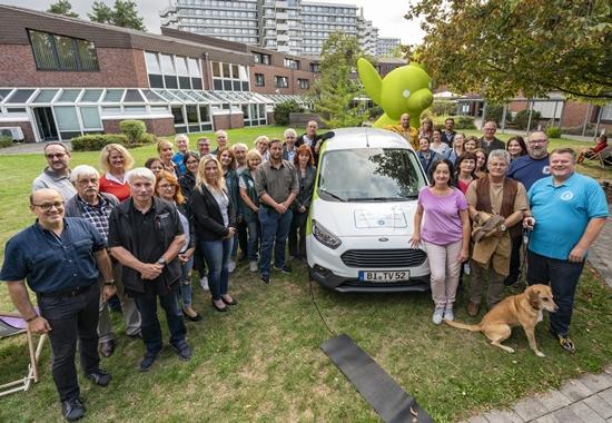 28 Mitgliedsvereine freuten sich über neue Tierhilfewagen.