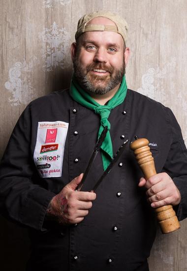 """""""Vegan hat nichts mit Verzicht zu tun, sondern ist für mich als Profikoch eine Erweiterung der kulinarischen Genüsse."""" - Koch Jerôme Eckmeier."""