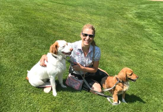 Stefanie Hertel mit Hunden