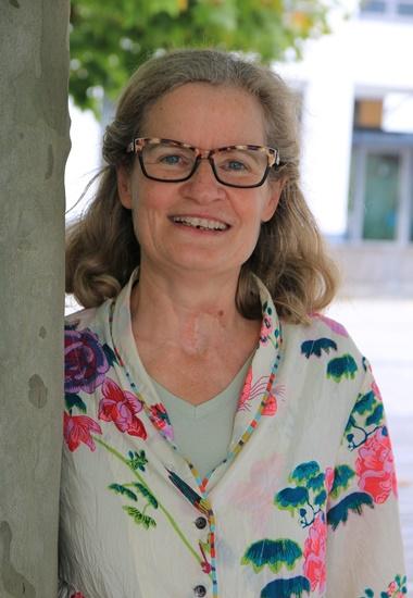 """Doris Meissner, Autorin des Buchs """"Glückskatze Laura""""."""